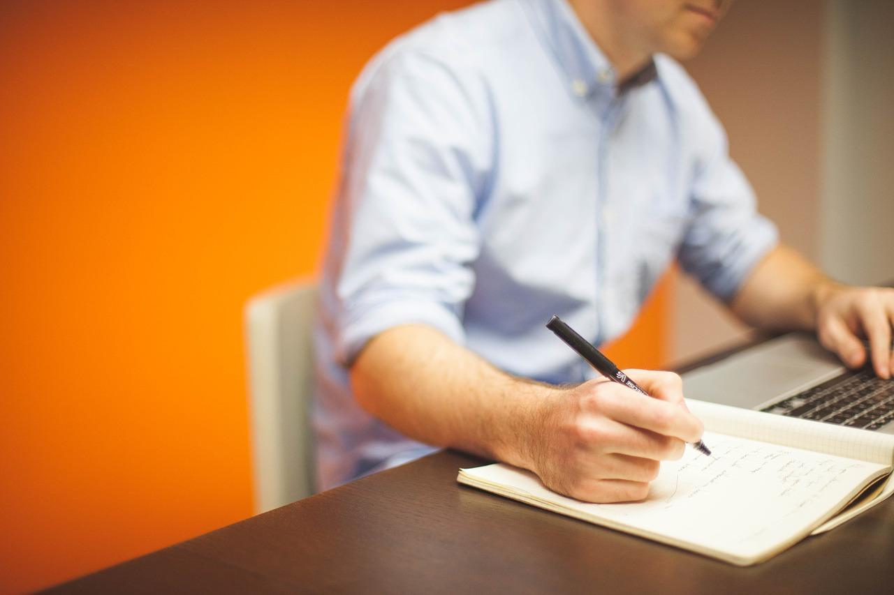 Quelle est la différence entre un comptable et un expert comptable ?